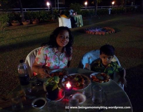 mommy_child_dinner